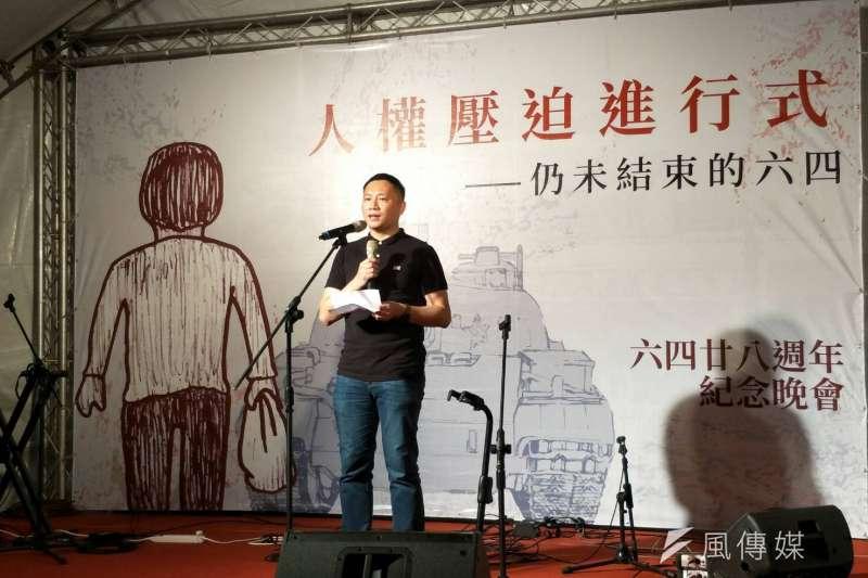 中國民運人士王丹4日晚間參加六四紀念晚會時表示,堅持紀念六四事件的原因不僅僅是為了同志族群,為的更是背後普世平權價值,平等、自由及尊嚴。(周怡孜攝)