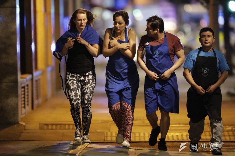 6月3日倫敦橋恐攻襲擊案,這三起案件當中,其共同點都在於孤狼式的恐怖襲擊,且事後伊斯蘭國(ISIS)強調這是聖戰士所為。(資料照,AP)