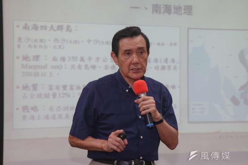 針對未來國文課文言文比例是否刪減的爭議,馬英九在臉書上呼籲台灣要做「中華文化的領航者」,不可放棄古文教育。(資料照,陳明仁攝)