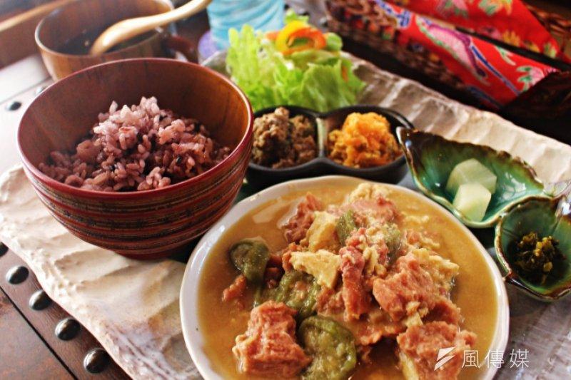 到沖繩食堂一定要吃的香噴噴紅豆飯。(圖/樂吃購!)