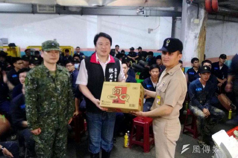 市長林右昌感謝國軍全力支援救災。(圖/張毅攝)