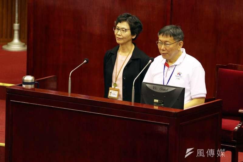 台北市長柯文哲(右)今日首度談到吳音寧,認為她的形象不錯,但顯然對吳的專業有疑慮,稱「要一組人上去」,協助吳音寧。(資料照,蘇仲泓攝)
