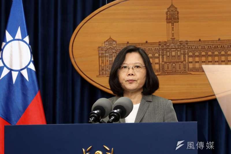 總統蔡英文13日在總統府發表談話,針對巴拿馬宣布與中國建交,表達我國立場。(蘇仲泓攝)