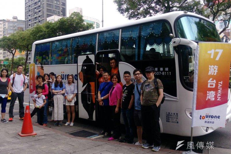 「17遊台灣」台灣自由行系列,每天早上在西門捷運出口出團。(圖/蔡富丞攝)