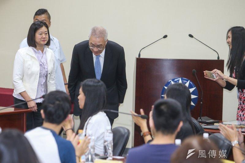20170614前副總統吳敦義出席「中華中興菁英發展協會」會員大會.並和與會者一一握手致意.(陳明仁攝)