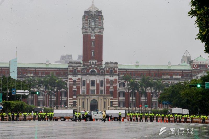 準備於12日迎接巴拉圭總統的軍禮儀式傳出因維安問題更換場地,對此,總統府發言人林鶴明11日表示,因維安考量調整場地的說法是過度解讀。(資料照,陳明仁攝)