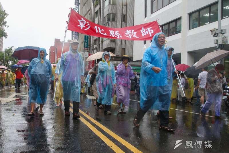 抗議年改,軍公教警消人員上街頭抗議。(陳明仁攝)