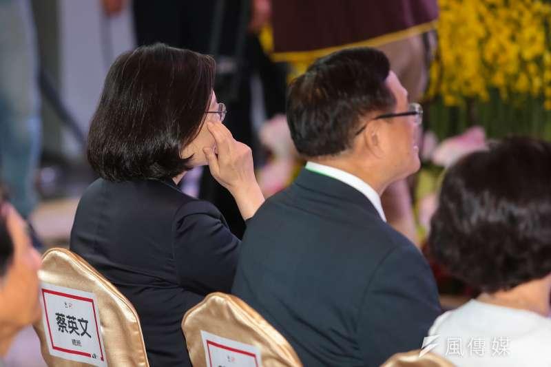 20170616-總統蔡英文16日出席「民視20周年系列活動」,但與坐於隔壁的民視董事長郭倍宏鮮少交談。(顏麟宇攝)