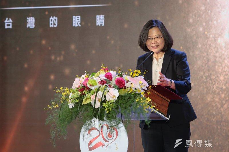 總統蔡英文16日出席「民視20週年系列活動」,致詞時提到,政府始終堅持台灣的主體性、堅持國家主權的立場,並表示絕不會在壓力下屈服。(顏麟宇攝)