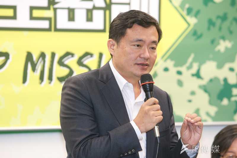 民進黨秘書長洪耀福諷現在看到吳的發言,還以為是邱毅當黨主席。(資料照,陳明仁攝)