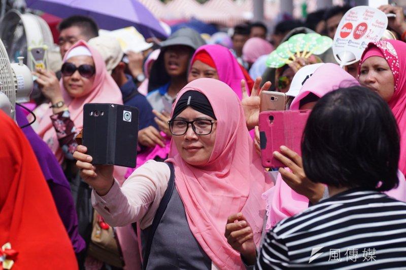 20170625-柯文哲出席台北開齋節活動,許多穆斯林參加。(盧逸峰攝)