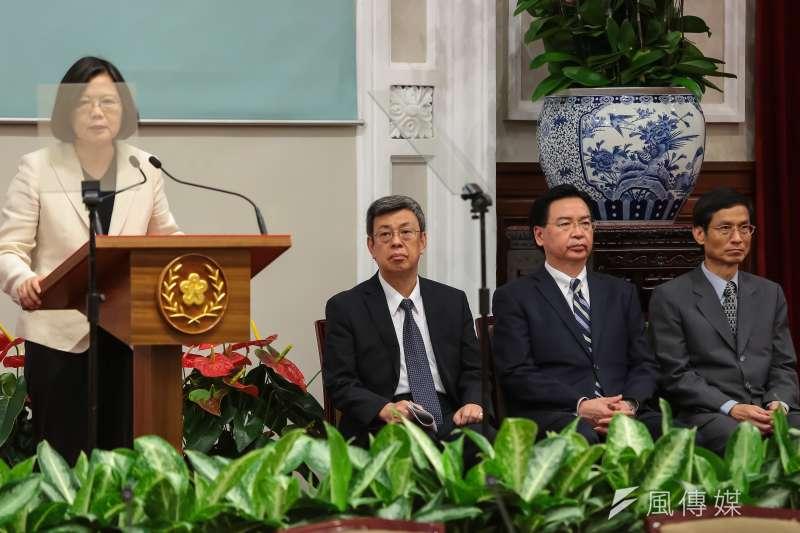 作者認為,年改後退休金減少,總統蔡英文、副總統陳建仁向軍公教致歉是偽善和「鱷魚的眼淚」。(資料照,顏麟宇攝)
