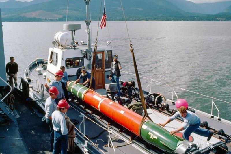 美國國務院29日宣布首批對台軍售案,共有8項,金額高達新台幣434億,國防部表示,有助於強化我國自我防衛能力。圖中為軍售項目之一MK48重型魚雷。(取自U.S. DefenseImagery DN-SC-86-00573@Wikimedia/CC-BY-SA 3.0)