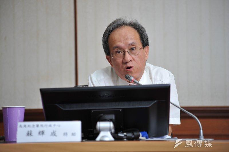 長庚醫院行政中心特助蘇輝成今天代表董事會最高經營管理階層,強調長庚並非要縮減急診床位。(甘岱民攝)