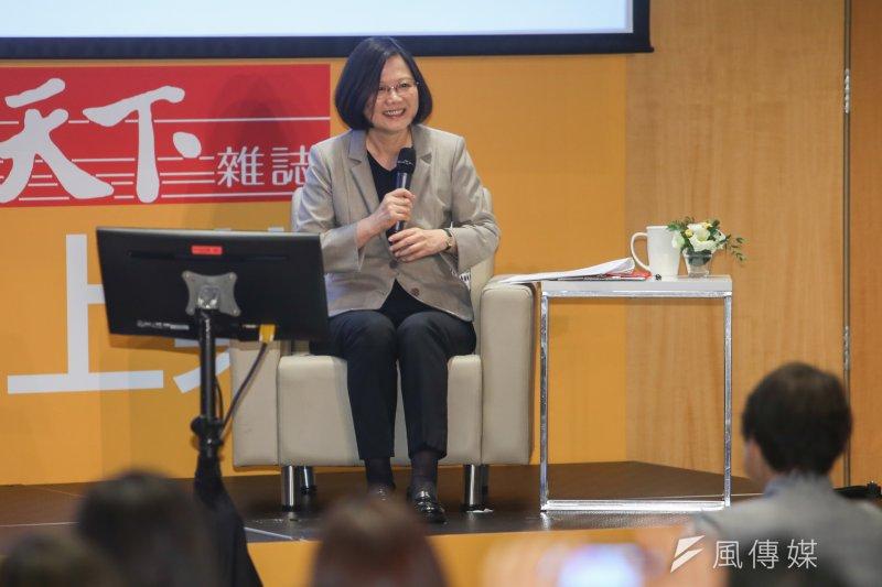 總統蔡英文出席「天下雜誌36周年 『幸福台灣味』發表會暨論壇」。 她回應小農提出的問題。(陳明仁攝)