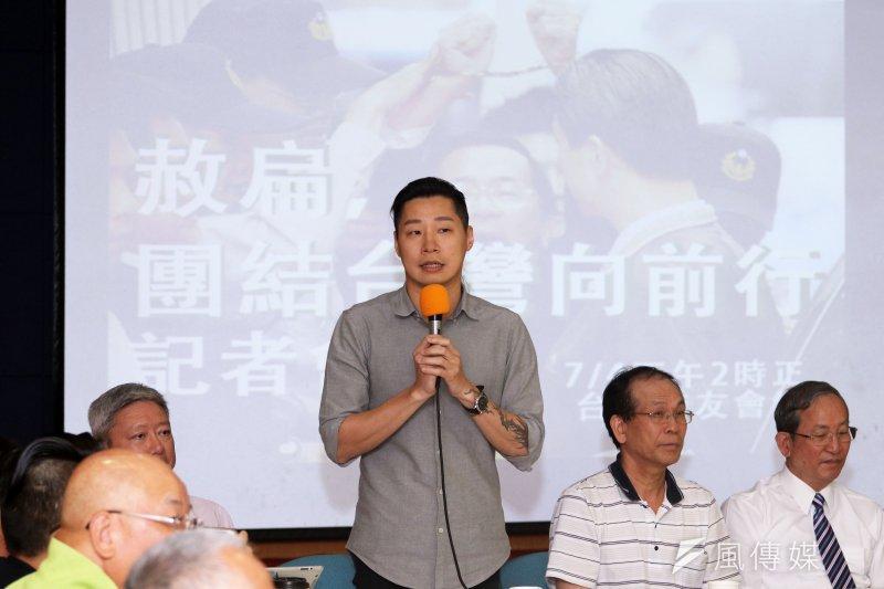 「赦扁,團結台灣向前行」 社團聯合記者會,時代力量委員林昶佐表示,如果政府反對修赦免法,也應該表態,不能「用閃的把它閃過去」。(蘇仲泓攝)