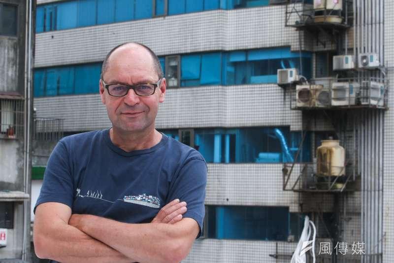 20170704-綠色和平能源合作社(Greenpeace Energy)政策溝通長Marcel Keiffenheim 專訪。台北市基地頂樓周遭冷氣 機林立。(陳明仁攝)