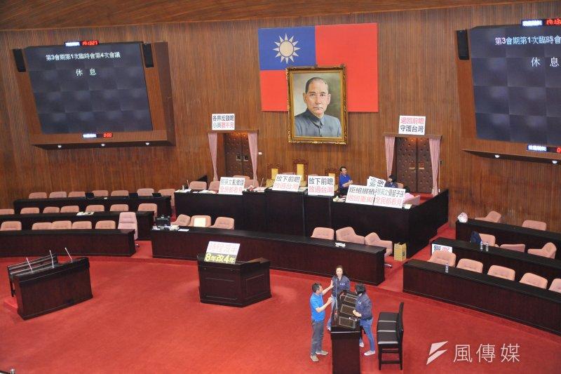 朝野協商仍未完成,國民黨立委4日仍占領主席台。(甘岱民攝)