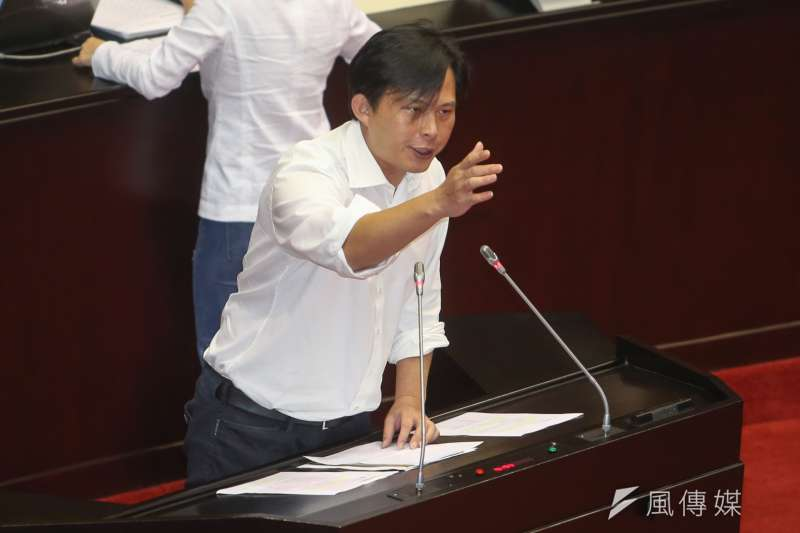 時代力量立委黃國昌表示,台灣銀行在永豐超貸案也必須負上責任。(資料照,陳明仁攝)
