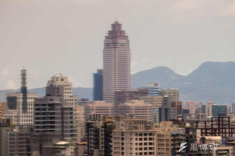 台北市長柯文哲在北市府3日召開的防疫記者會中,爆出案1134足跡中的大樓地點不在北車,而是新光大樓。(資料照,陳明仁攝)
