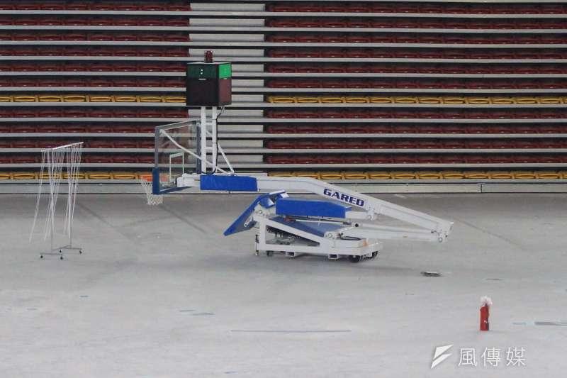 台北和平場館將作為世大運籃球場館,15日將率先舉行瓊斯盃,木地板目前仍未鋪設,籃框也還沒架起。(方炳超攝)