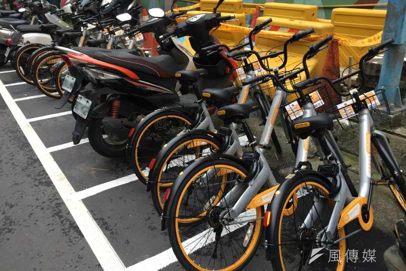 共享單車oBike占用機車格惹民怨。(杜兆倫攝)