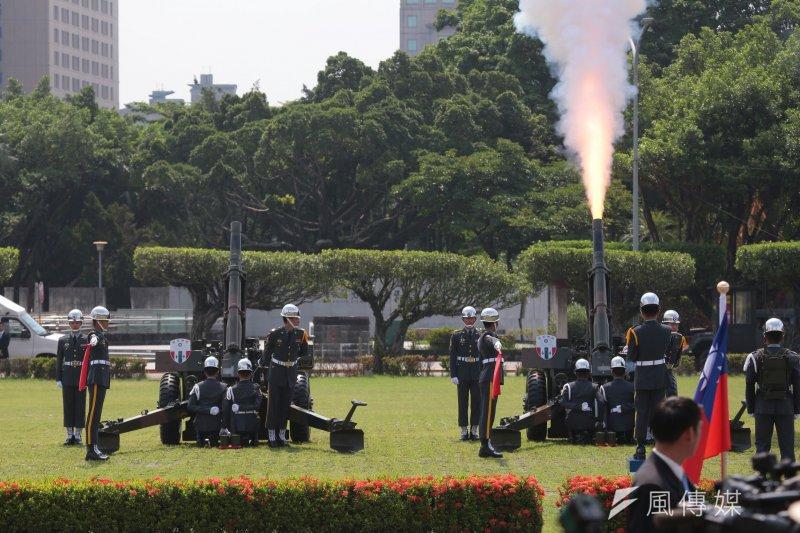 2017-07-12-總統府軍禮迎接巴拉圭總統卡提斯,禮炮對空鳴響-顏麟宇攝