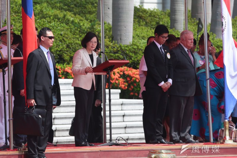 總統蔡英文12日於府前廣場以軍禮迎接巴拉圭共和國總統卡提斯閣下。(顏麟宇攝)