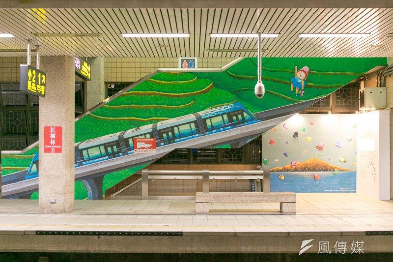 捷運局表示,特別選在綠山線起點紅樹林捷運站月台及天橋連通道展出,包括11座1:10縮小版的幾米公共藝術雕塑,以及淡海輕軌「行武者號」列車模型。(新北市政府提供)
