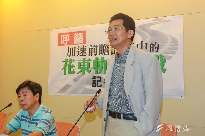 台灣環境保護聯盟副會長劉志堅13日召開「前瞻計劃東部軌道建設民間建言」記者會。劉志堅表示,花東雙軌電氣化應放入第1期前瞻,以解決花東當地運輸問題。 (顏麟宇攝)