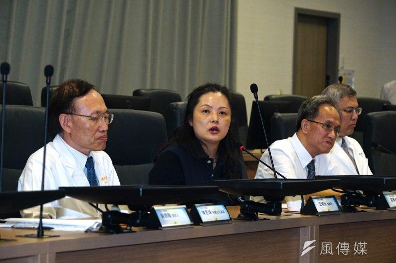 長庚醫院下午2時召開記者會,董事長王瑞慧出面澄清,反擊李石增所說的內容「純屬虛構」。(盧逸峰攝)