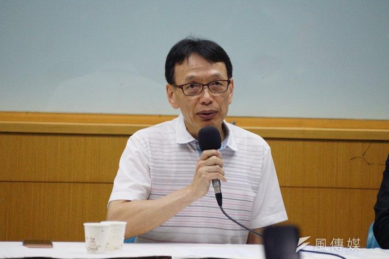 前長庚決策會主委李石增召開記者會說明事件始末。(盧逸峰攝)