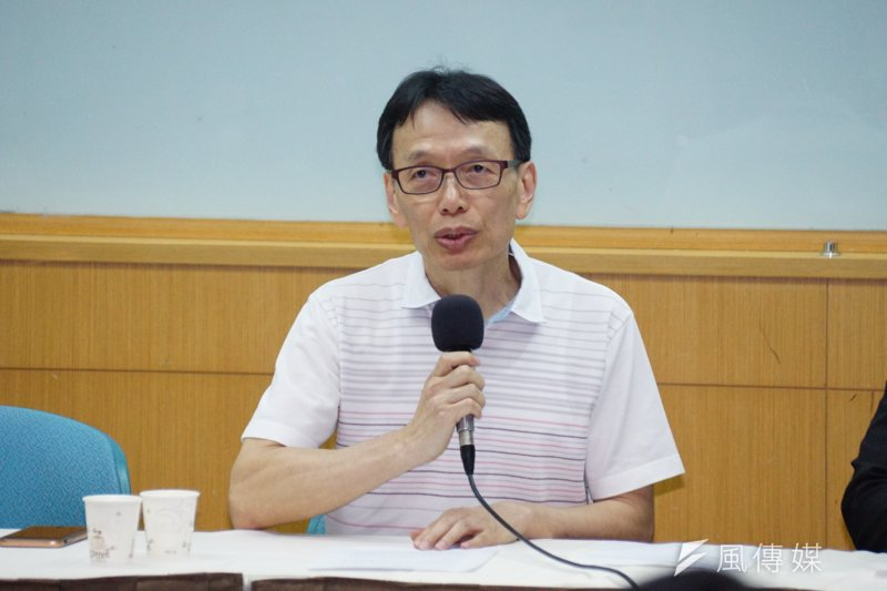 前長庚醫院醫師李石增召開記者會說明事件始末。(盧逸峰攝)