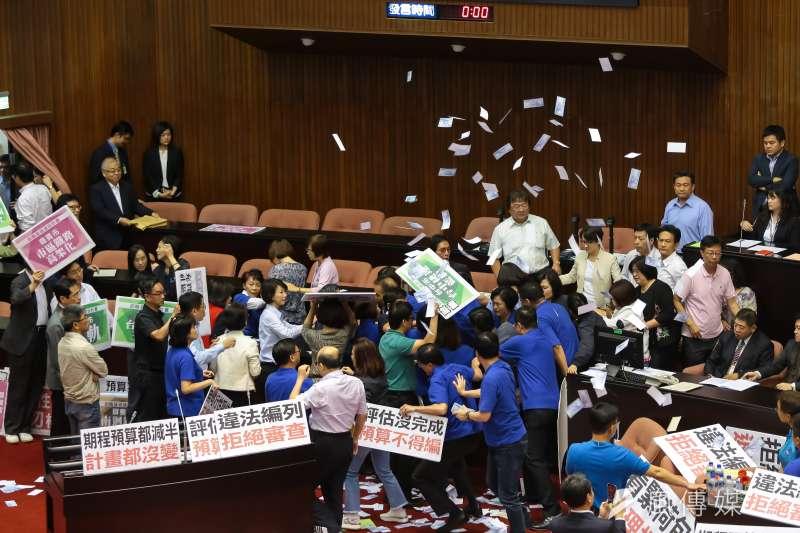 灣民意基金會今(17)日公布最新民調,針對五院整體工作表現,立法院榮登民眾最不滿意排行榜冠軍。(資料照,顏麟宇攝)
