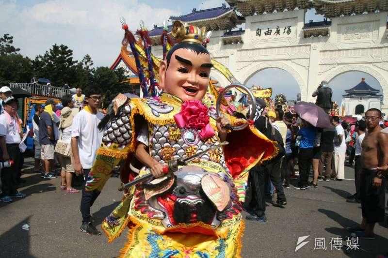 「史上最大科,眾神上凱道」遊行,上百轎班於中正紀念堂自由廣場匯聚。(盧逸峰攝)
