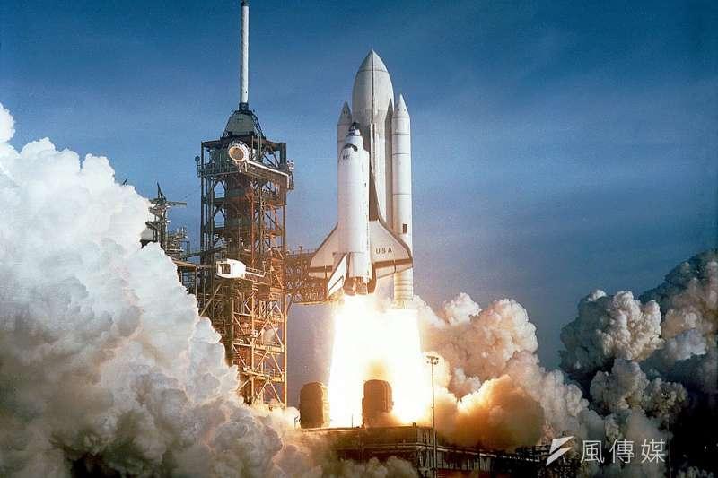 1981年美國第一次發射哥倫比亞號太空梭。(NASAOnTheCommons@flickr)