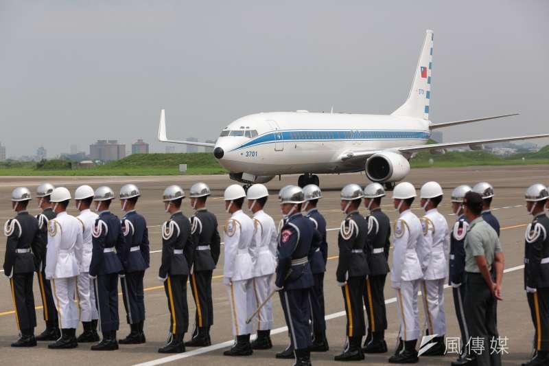 20170728-總統蔡英文28日搭乘空軍一號至台南,視導「空軍第443戰術戰鬥機聯隊」。(顏麟宇攝)