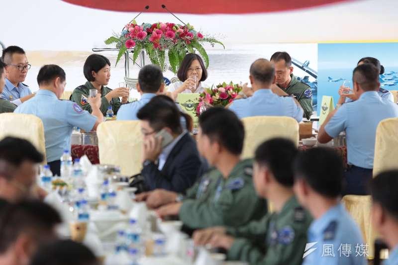 20170728-總統蔡英文28日視導「空軍第443戰術戰鬥機聯隊」,並與官兵一同午餐。(顏麟宇攝)
