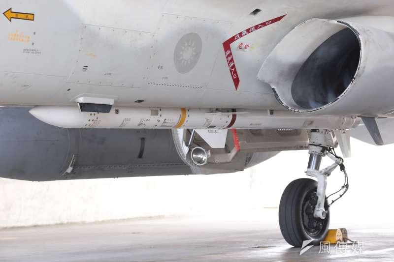 20170728-空軍第443戰術戰鬥機聯隊,IDF經國號戰機配掛天劍二型飛彈。(顏麟宇攝)