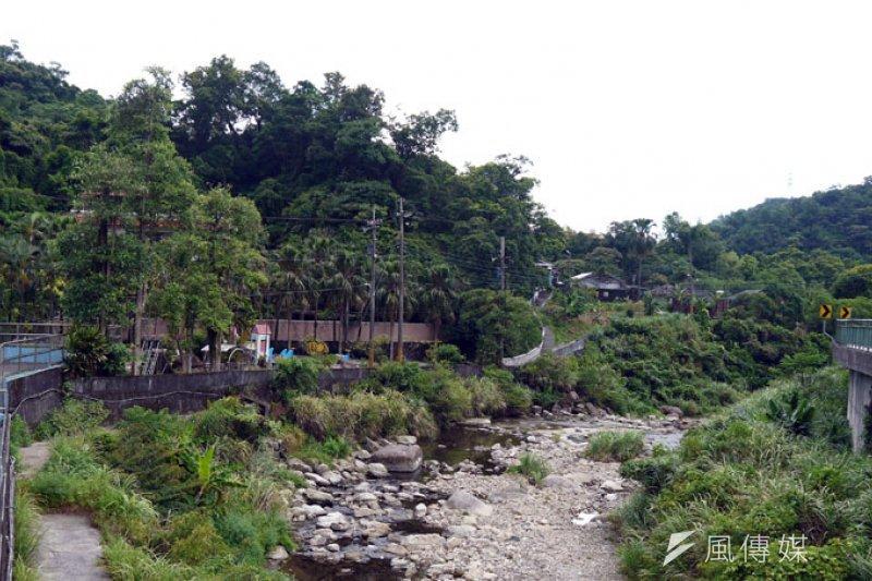暖東里住戶靠溪邊,平日自行接山泉水使用。(圖/張毅攝)
