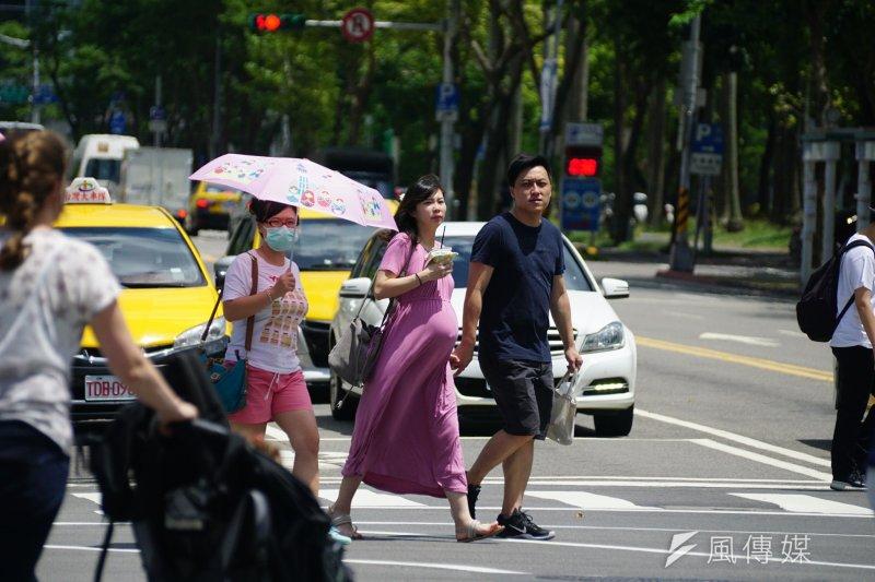 氣象專家吳德榮表示,將有2個熱帶系統於22日開始接近台灣,兩者都可能達颱風強度,且第2個熱帶系统對台威脅更大。(資料照,盧逸峰攝)