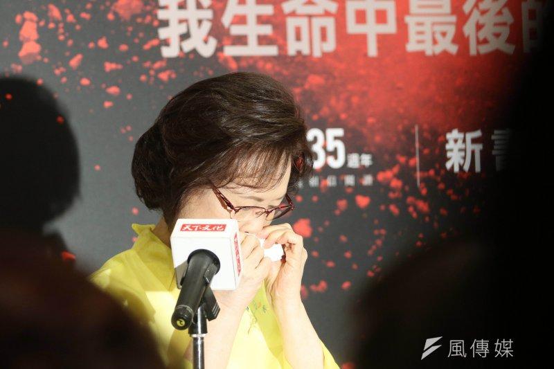 作家瓊瑤1日發表新書《雪花飄落之前:我生命中最後的一課》,以她與丈夫平鑫濤相處的真實故事,提倡「善終權」的重要。(蘇仲泓攝)
