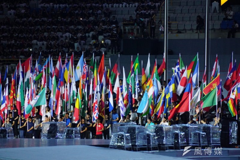 20170805-世大運開幕測試,各國國旗齊聚一堂。(盧逸峰攝)