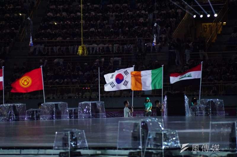世大運開幕測試,有些國家國旗尚未做完,因此現場未出現。(盧逸峰攝)