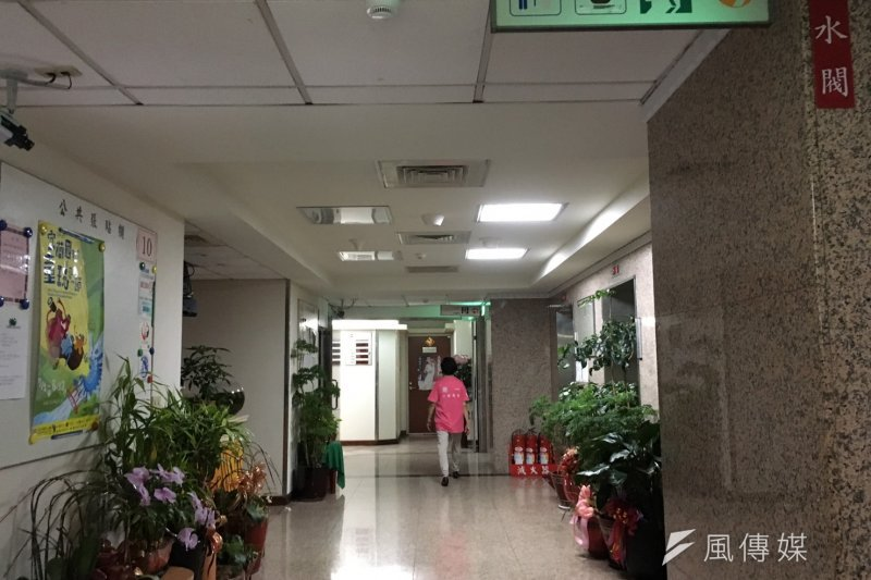 立法院中興大樓7日下午忽然停電1分鐘,引發限電恐慌。(王文萱攝)