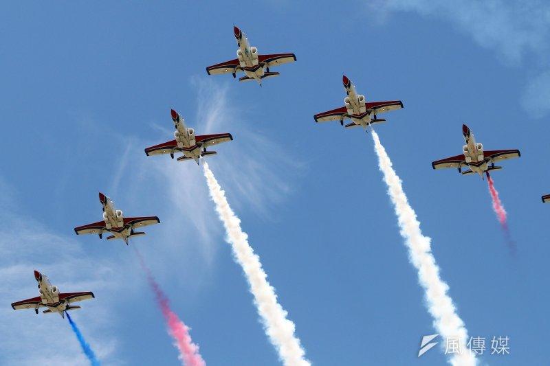 空軍官校12日將舉行營區開放活動,7日上午時施全兵力預校。圖為擔任特技飛行表演的空軍雷虎小組。(蘇仲泓攝)