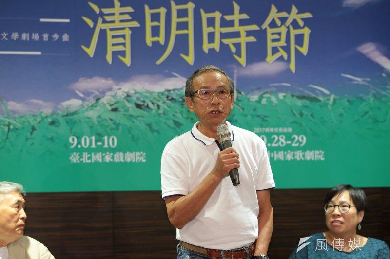導演吳念真8日出席台灣文學劇場首部曲「清明時節」記者會,吳念真坦言,是他寫過作品中,少數會讓自己掉很多淚的劇本。(顏麟宇攝)