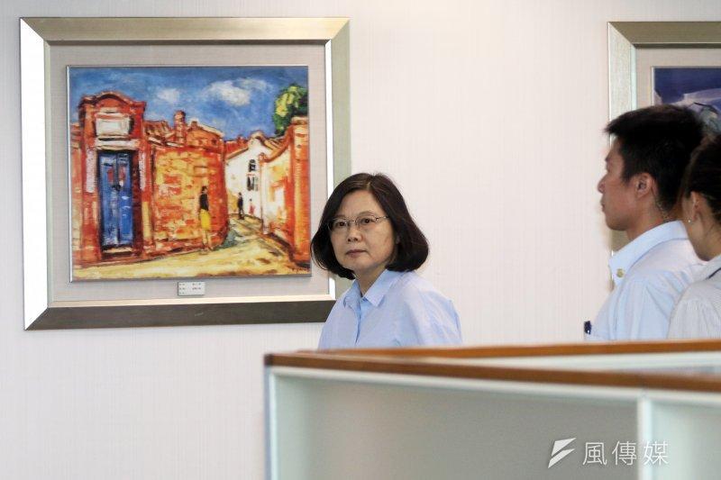 民進黨主席蔡英文下午出席中常會。(蘇仲泓攝)