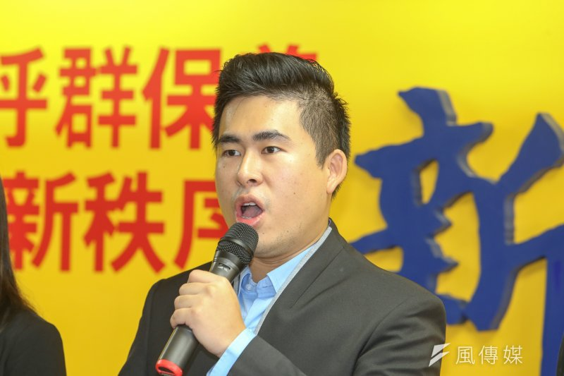 新黨10日發起「核四爛帳,我不買單」公投案記者會,發言人王炳忠表示,他們會在臉書、新黨網站放上提案文件,讓民眾可把資料寄回新黨。(陳明仁攝)