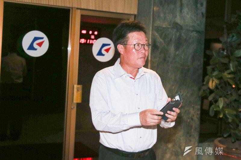 中油董事長陳金德晚間與經濟部長李世光一同出席記者會,表示此次事故「中油負完全責任」、不會逃避。(陳明仁攝)